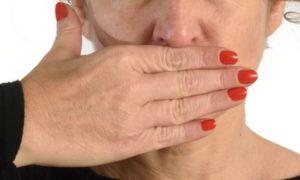 Quais são os estágios do herpes labial?