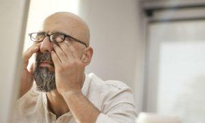 Por que a hipertensão descontrolada pode afetar os olhos?