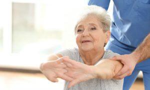 Osteoporose: Causas, riscos e tratamento para essa doença comum em mulheres