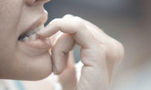 Roer unhas é sinal de uma pessoa com ansiedade?