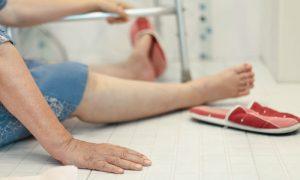 Osteoporose: como evitar quedas e fraturas do dia a dia em casa?