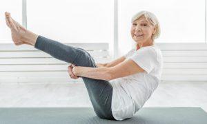 Osteoartrite: exercícios para fazer em casa para complementar tratamento