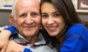 Alzheimer: como lidar com episódios de frustração e agressividade de pacientes?