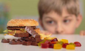 Como saber se uma criança está se alimentando mal?