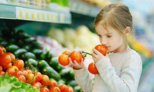 Fazer compras com crianças: hábito pode ajudar na alimentação saudável
