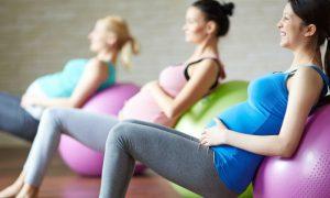 É possível praticar esportes durante a gravidez?