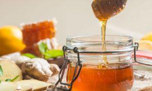 Tomar mel pode ajudar a aliviar a dor de garganta?