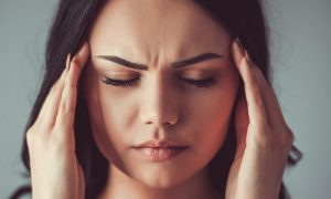 Qual é a diferença de dor de cabeça comum e enxaqueca?