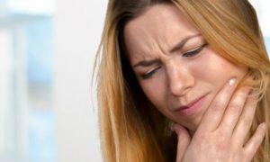 Existem alimentos que podem ajudar a aliviar a dor de dente?