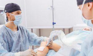 O tratamento de varizes pode envolver cirurgias além de remédios?